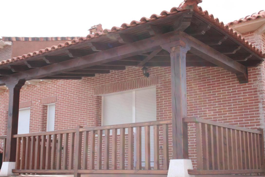 Barandilla de madera exterior valla de madera puerta de - Barandilla madera exterior ...